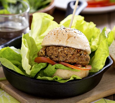 Lean_Beef_Burger_with_Sweet_Potato_Fries_1026x921